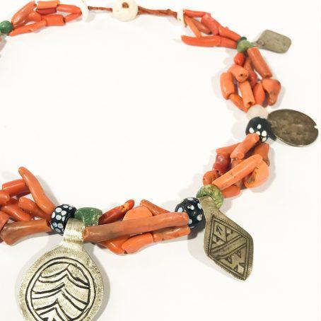 antica collana etnica berbera in corallo e argento dettagli