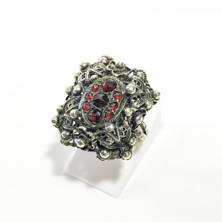 victorian silver ring with garnets