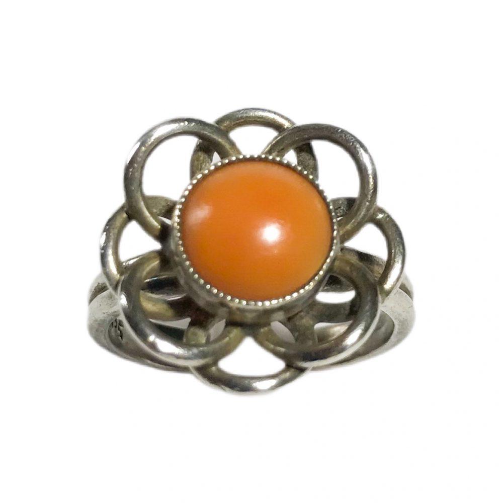 anello modernista in argento con corallo naturale