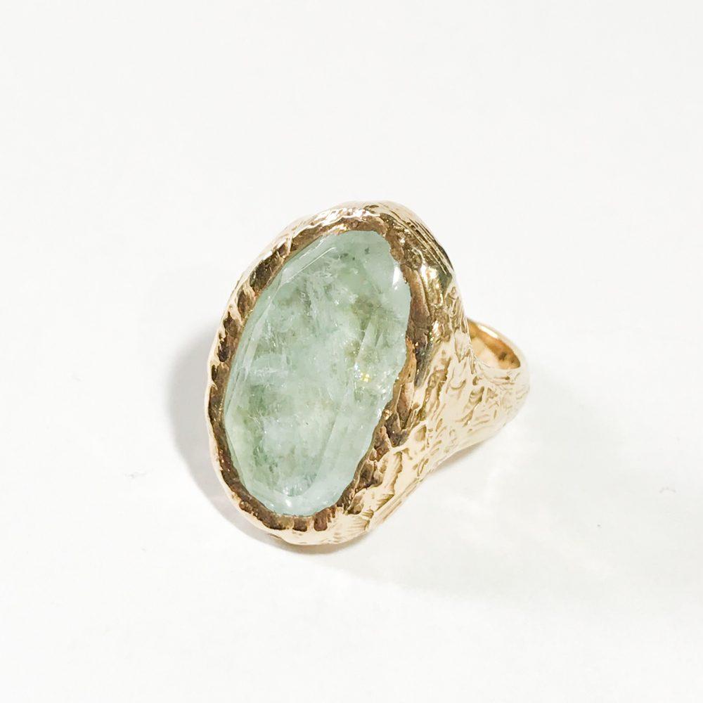 anello vintage in argento con acquamarina dettagli
