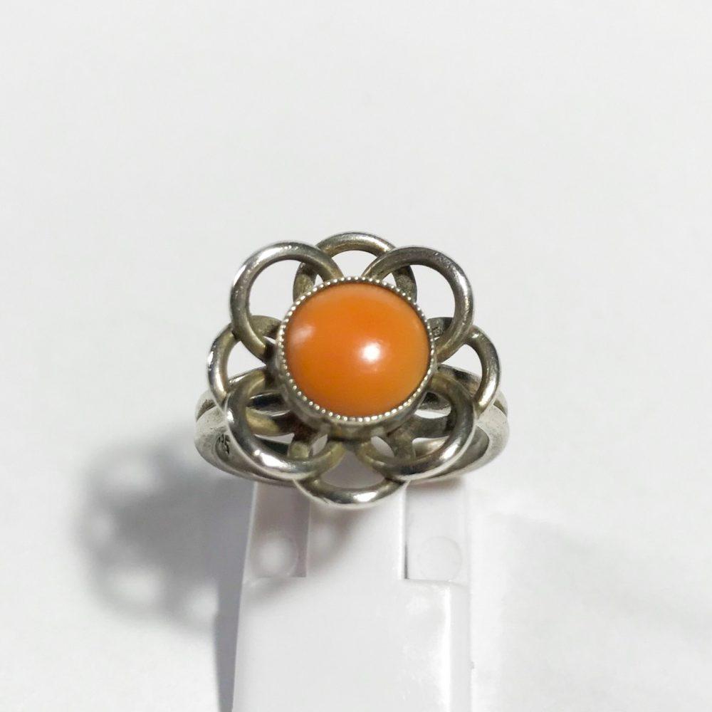 anello vintage in argento con corallo