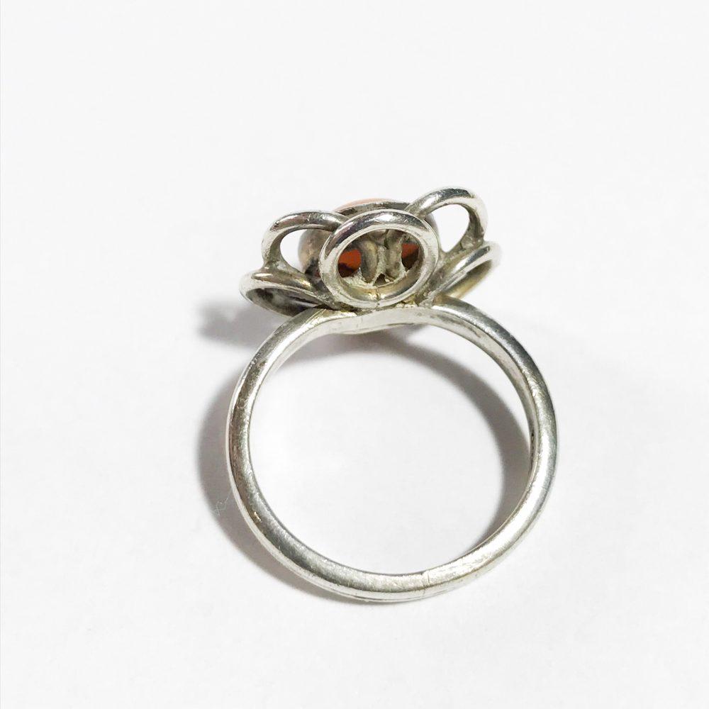 anello vintage in argento con corallo naturale dettagli