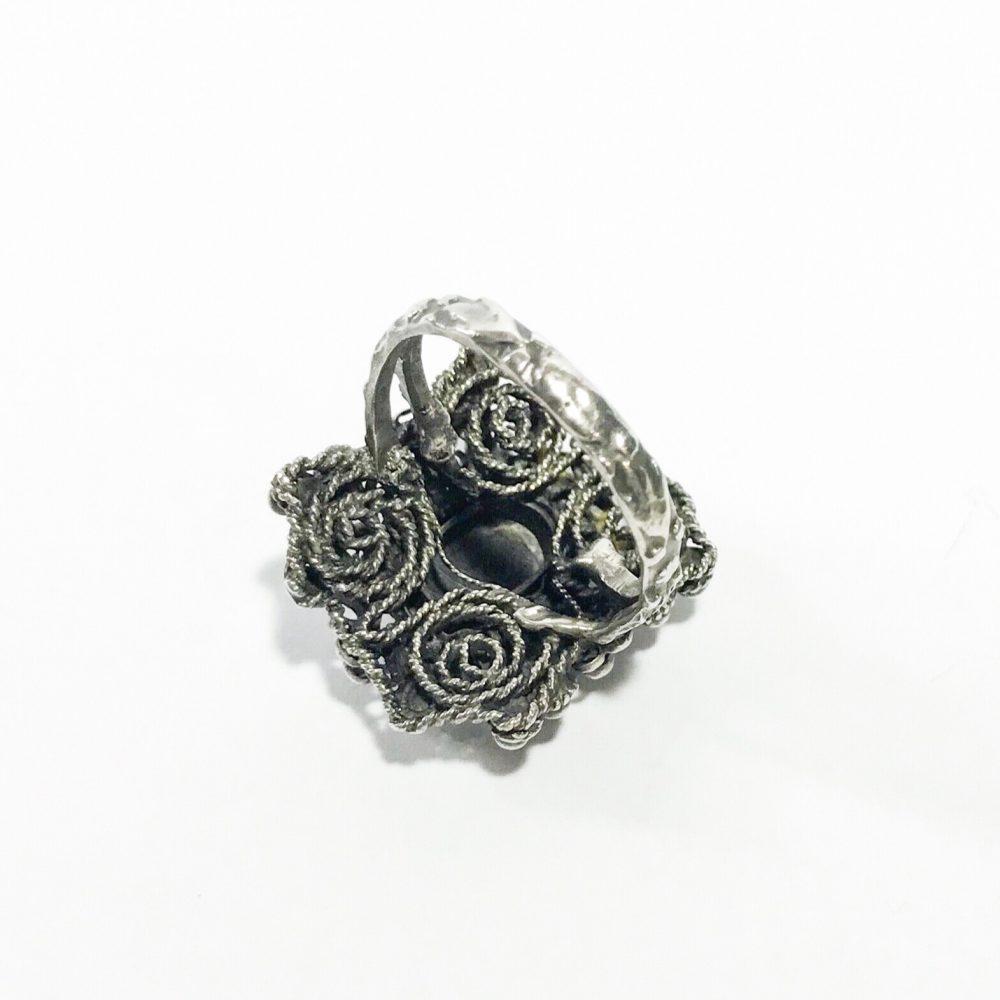 anello vittoriano in argento con granati dettagli