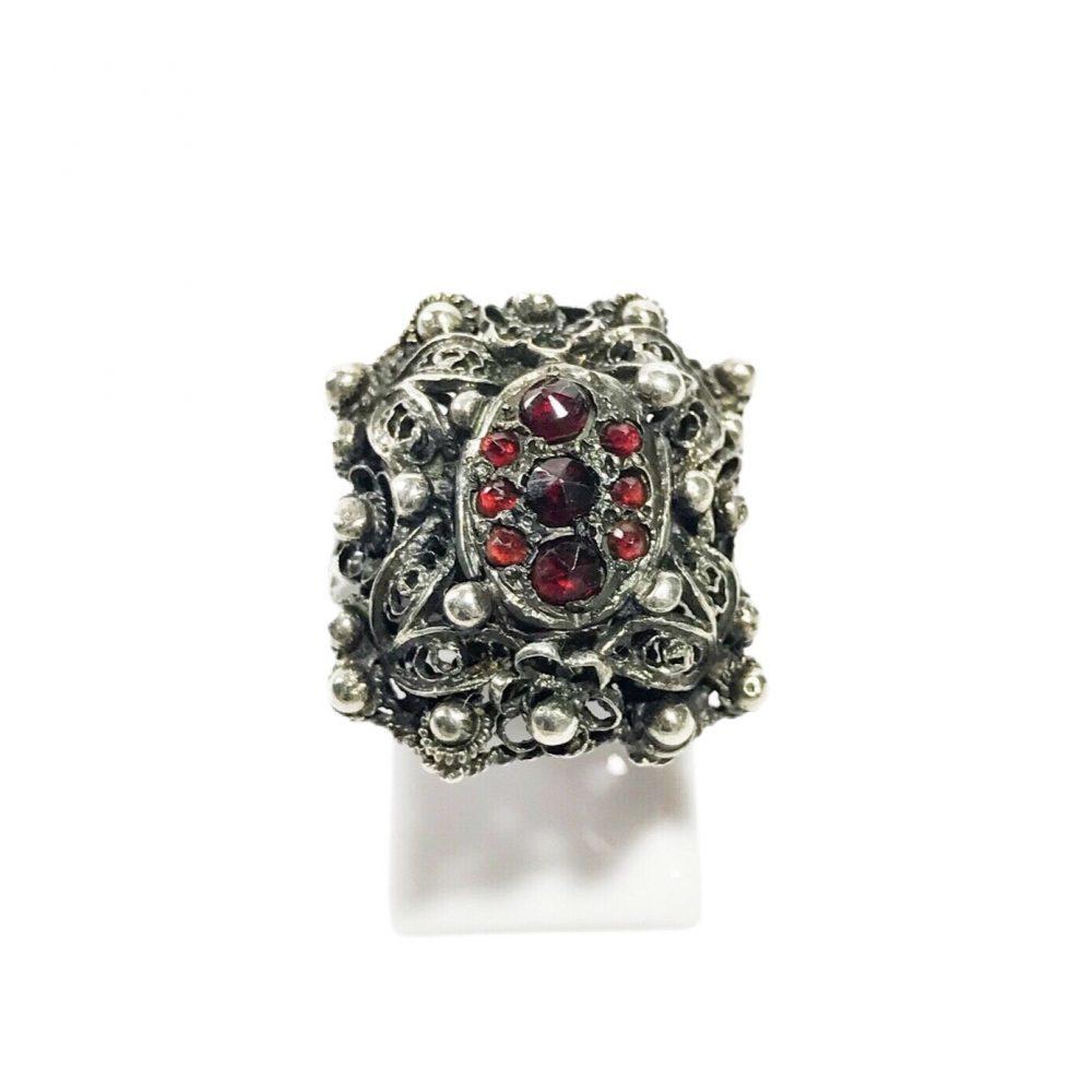 anello vittoriano in argento con granati