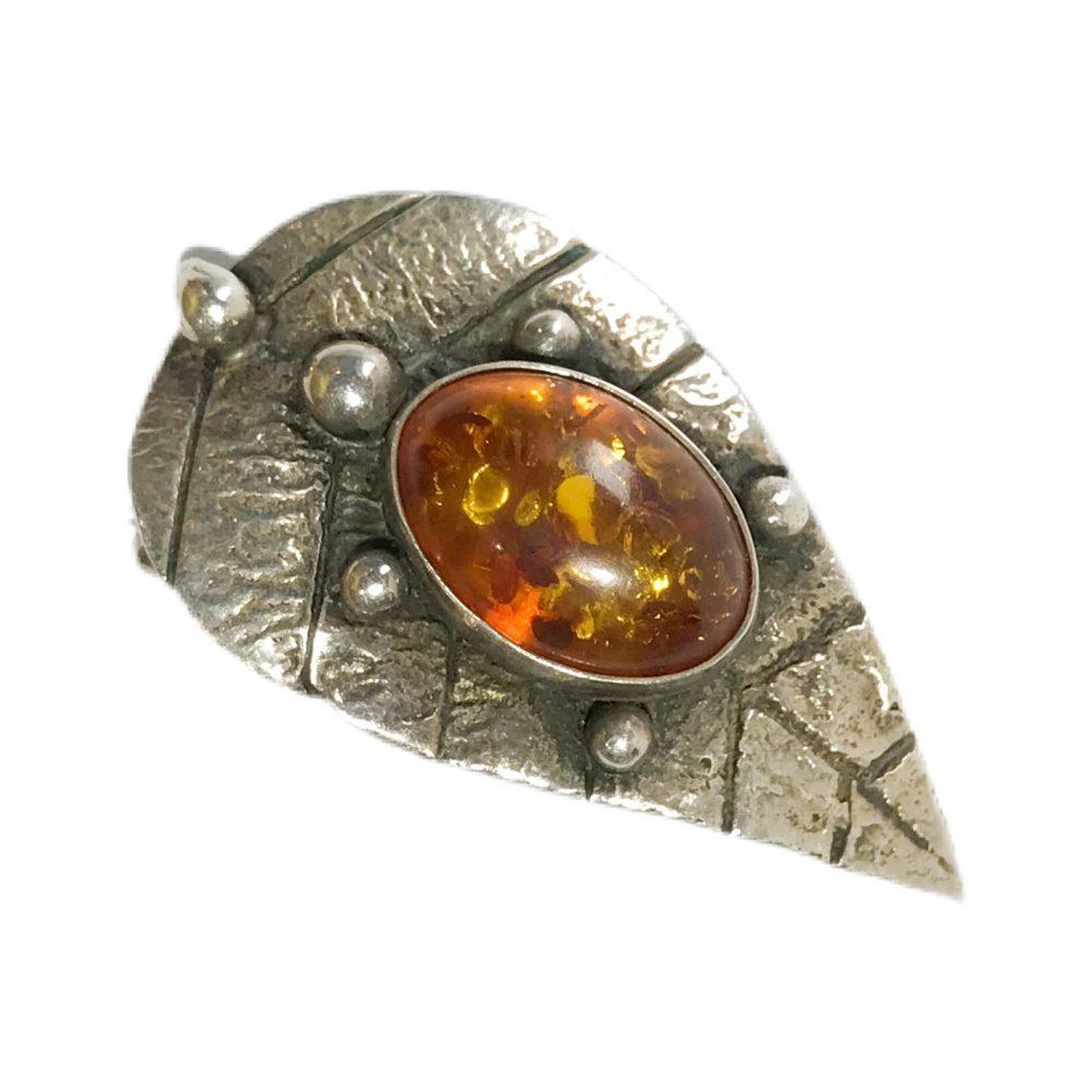 spilla modernista in argento con ambra naturale