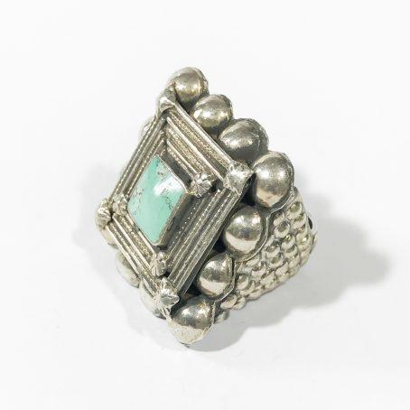antico anello etnico in argento con turchese