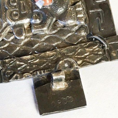 antico bracciale con figure azteche in argento e coralli dettagli
