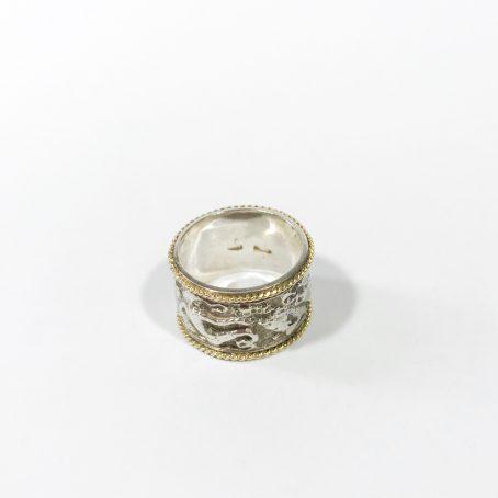 anello fascia bassorilievi in argento