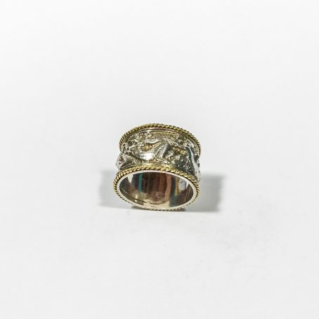 bas-relief silver band ring